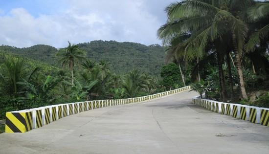 road to Bangon Falls