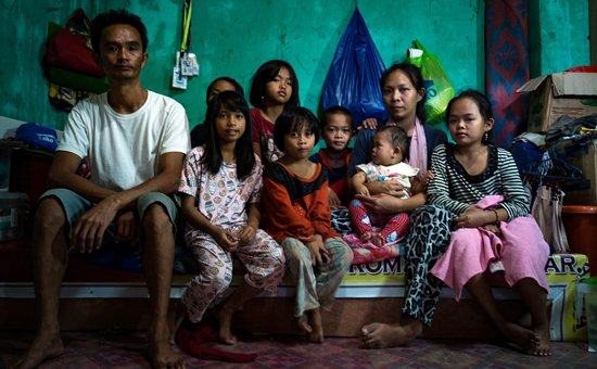 A displaced family in Marawi