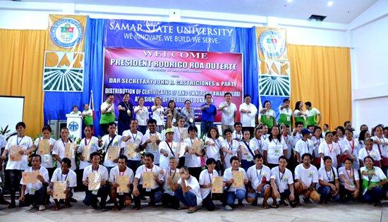 Samar farmers receive CLOAs from DAR Secretary