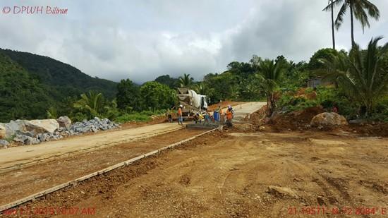 road going to Ulan-Ulan falls