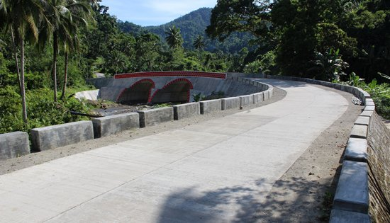 road leading to Calabato Hot Spring