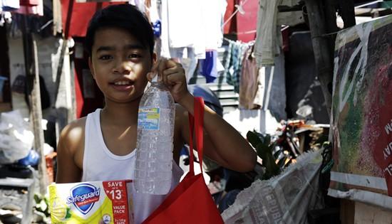 Save the Children Philippines supply distribution